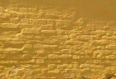 Gul tegelstenvägg Arkivbilder