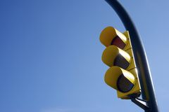 Gul trafikljus Arkivfoto