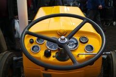 Gul traktor för tappning och styrninghjul Royaltyfria Bilder