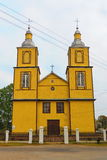 Gul träkyrka, Litauen Arkivfoto
