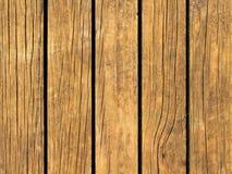 Gul wood textur med vertikala linjer Värme brun träbakgrund för naturligt baner Royaltyfria Foton