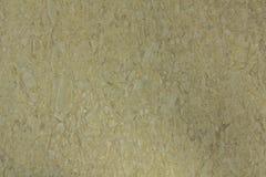 Gul yttersida av vita stenar av olika former och format i cement ungef?rlig textur royaltyfri fotografi