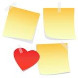 3 gula anmärkningar och en hjärta Arkivfoto
