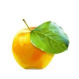Gula Apple och leafe som isoleras med den snabba banan Royaltyfria Bilder