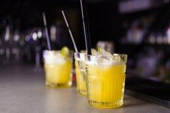 Gula coctailar för alkoholist Arkivfoton