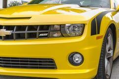 Gula detaljer Chevrolet Camaro SS konvertibla för främre sida Fotografering för Bildbyråer