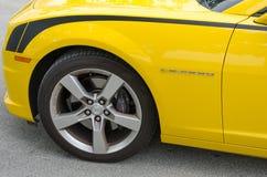 Gula detaljer Chevrolet Camaro SS konvertibla för främre sida Arkivfoto