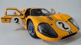 Gula Ford Gt 40 tävlings- bil Royaltyfri Fotografi