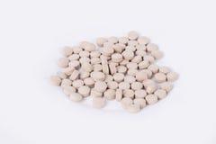 Gula kapslar/preventivpillerar med omega 3 för fiskolja Arkivbilder