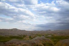 Gula kullar och gröna Badlands South Dakota för präriegräs royaltyfria bilder