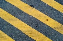 Gula linjer bakgrundsväg Royaltyfria Bilder