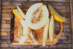 Gula meloncantaloupmelonskivor Arkivbilder