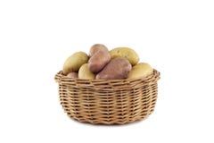 Potatisar i korgen Royaltyfri Foto
