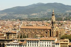Gula tak och domkyrka av den florence överkanten royaltyfria foton