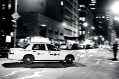 Gula taxiar i Manhattan New York City Arkivfoto