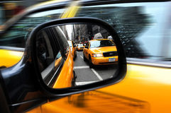 Gula taxiar i Manhattan New York City Arkivfoton