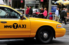 Gula taxiar i Manhattan New York City Royaltyfri Bild