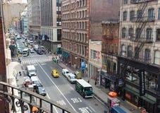 Gula taxiar och bilar i Manhattan Royaltyfria Foton