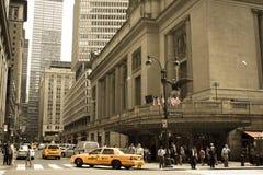 Gula taxiar på den Grand Central terminalen Arkivfoton