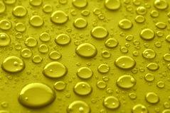 Gula vattendroppar Arkivbilder