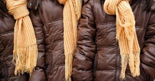 Gula woolen stack sjalar arkivbilder
