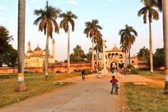 Gulab Bari i Faizabad var gravvalvet av Nawab Shuja-ud-daula den tredje Nawaben av Awadh, lokaliseras arkivfoto