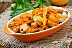 Gulaszu bania, cebula, czosnek i pieprz, Zdjęcie Stock