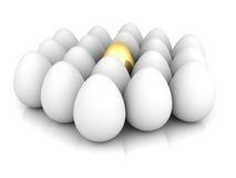 Guld- äggbegreppsledare ut ur den vita gruppen Royaltyfria Foton