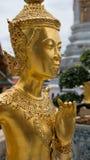 Guld- ängelstaty Thailand för härlig framsida Royaltyfri Bild