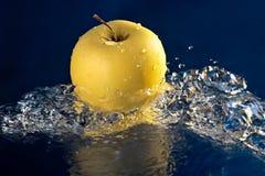guld- äpple Arkivfoton
