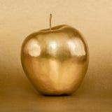 Guld- äpple på guld- bakgrund Royaltyfri Bild