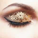 Guld- ögonmakeup Fotografering för Bildbyråer