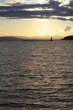 guld- över solnedgångvatten arkivfoto