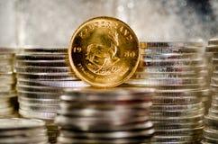 Guld- abed silvermynt för krugerrand mynt Royaltyfria Foton