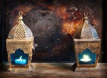 Guld- arabiska lyktor arkivfoto