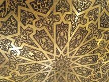 Guld- arabiska orientaliska konstnärliga dekorativa carvings royaltyfri fotografi