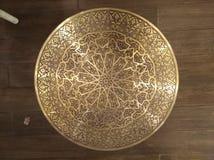Guld- arabiska orientaliska konstnärliga dekorativa carvings royaltyfri foto