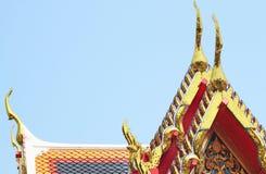 Guld av gaveltopparkitektur i den Thailand templet royaltyfri foto