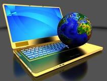 Guld- bärbar dator med jordklotet Fotografering för Bildbyråer