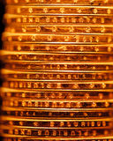 Guld- bakgrund för dollarmyntbunt Arkivbilder
