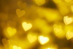 Guld- bakgrund för hjärtaformbokeh Royaltyfri Fotografi
