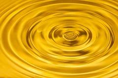 Guld- bakgrund för vattenkrusningsabstrakt begrepp Royaltyfri Foto
