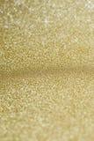Guld- bakgrund med stjärnor Arkivfoton