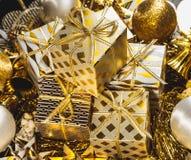 guld- bakgrundsjul Arkivbilder