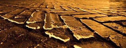guld- bana för tegelsten Arkivfoto