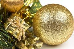 Guld- Bauble Royaltyfria Bilder