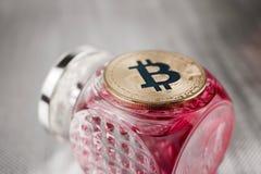 Guld- begrepp för bitcoinmyntdoft Royaltyfria Bilder