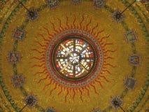 Guld- belagt med tegel konstverk inom kyrkan Royaltyfria Foton