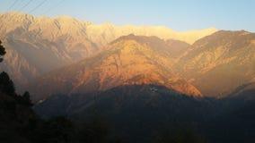Guld- berg fotografering för bildbyråer