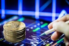 Guld- bitcoin eller digital valuta Royaltyfri Fotografi